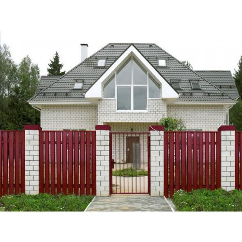 Металлический евроштакетник Гранд Хаус (вишневый)